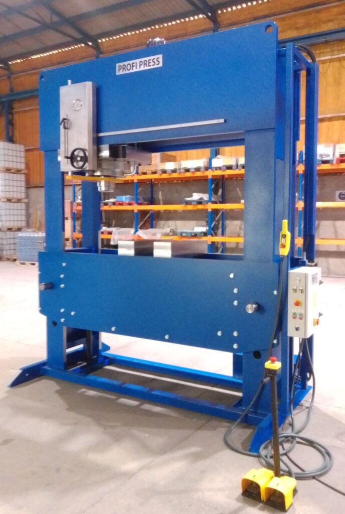 Hydraulic Press with 300 Tons Capacity